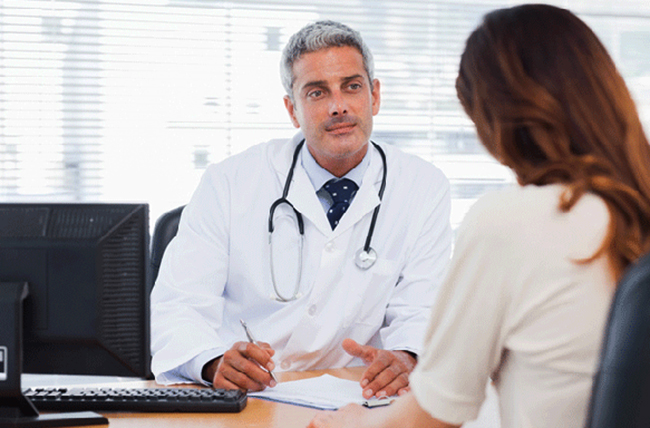 Кардиолог с пациентом
