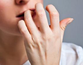 Причины и последствия грызения ногтей