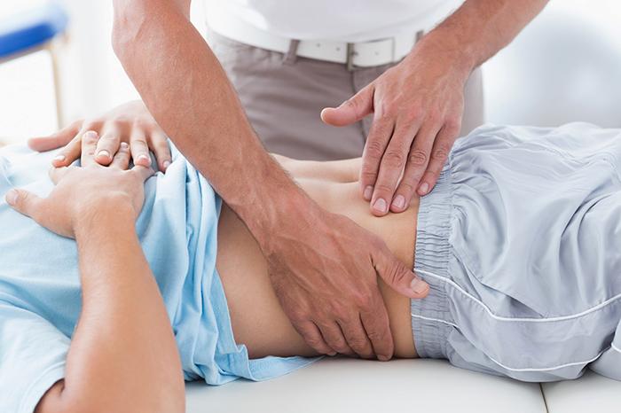 Врач и пациент при опущении почки