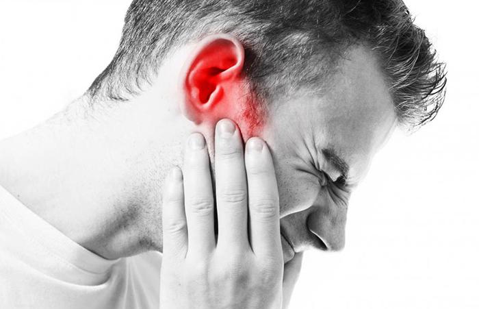 Сильная боль в ухе