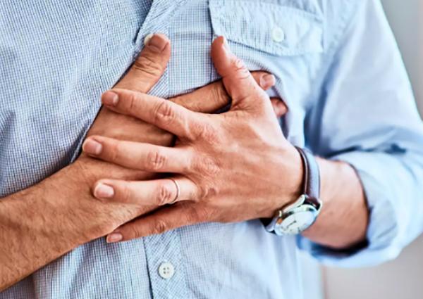 Сильная боль в сердце