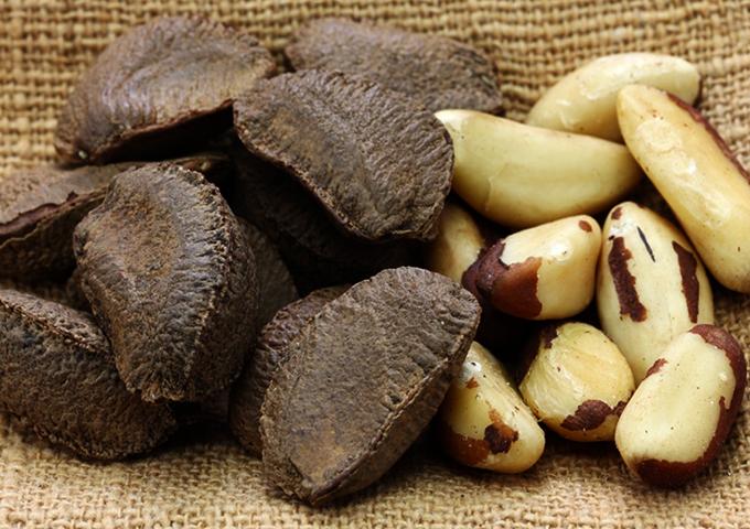 Бразильский орех с кожурой и без