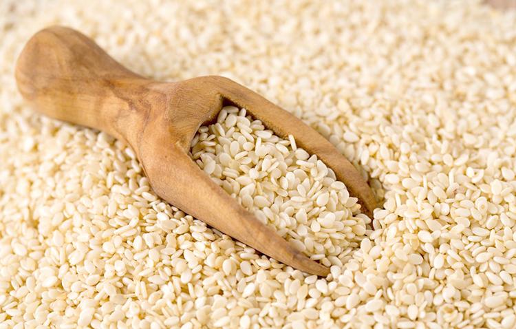 Свежие семена кунжута