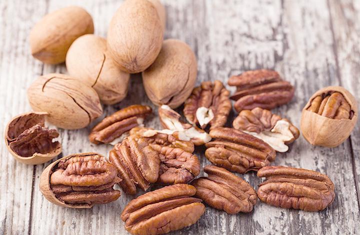 Орехи пекан в скорлупе и без нее