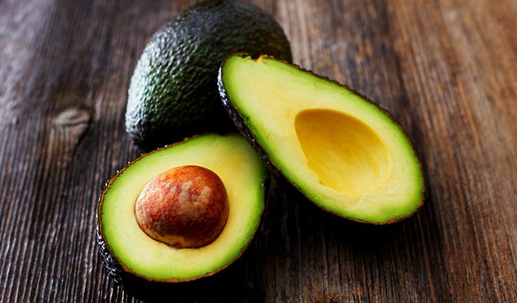 Свежий авокадо